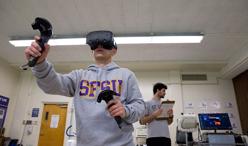 Student subjects take part in virtual reality games